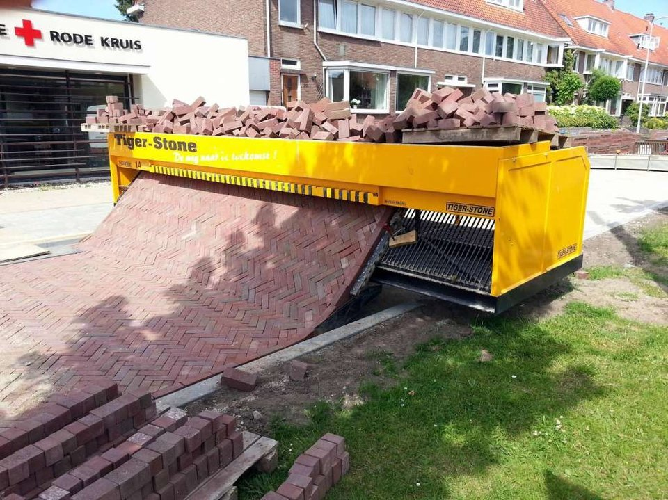 Path-Laying-Machine