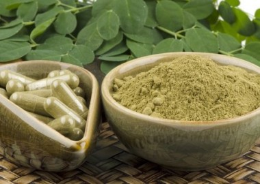 moringa-leaves-powder-and-capsules-india